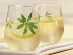 Bowle von Waldmeister ist ein Rezept mit frischen Zutaten aus der Kategorie Kräuter. Probieren Sie dieses und weitere Rezepte von EAT SMARTER!
