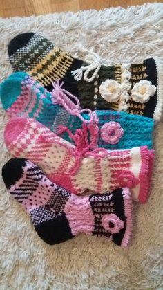 Suomi on miljoonien villasukkien maa – kuvaa meille omasi Crochet Beanie, Knit Or Crochet, Crochet Hats, Mitten Gloves, Mittens, Knitting Socks, Slippers, Chic, Crafts
