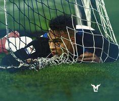 Lautaro martinez Football, Manchester City, Hs Football, Soccer Pictures, Soccer, American Football, Rugby