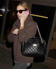 The Many Bags of Kate Hudson (17) @ Purse Forum. Love the Chanel reissue Camera Bag, the sweater, the glasses... yummy.
