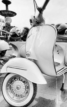 Nice.... Wouldn't mind catching a ride on this Vespa