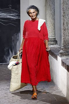 Mature Fashion, Fashion Over 50, Look Plus, Advanced Style, Linen Dresses, Mode Inspiration, Stylish Outfits, Bohemian Style, Beautiful Outfits