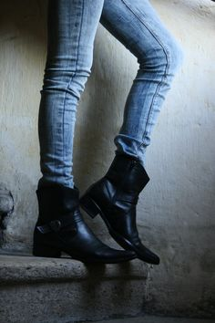 043366359873 RESERVE for ALESIA -sale -%30 cowboy biker black leather low boots with  heel