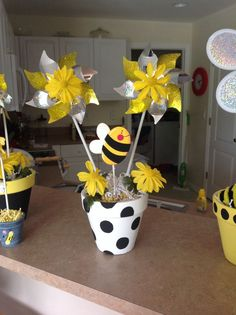 Baby Shower Parties, Baby Shower Themes, Baby Boy Shower, Bumble Bee Birthday, Bee Party, Birthday Centerpieces, Bee Crafts, Bee Theme, Mellow Yellow