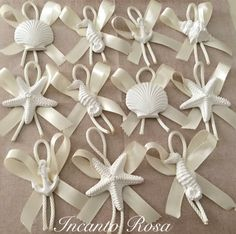 Risultati immagini per segnaposti a lotti tema nautico Beach Baby Showers, Nautilus, Clay Art, Ceramic Pottery, Gift Bags, Wedding Planner, Christmas Decorations, Place Card Holders, Wreaths
