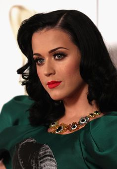 Katy Perry False Eyelashes - Katy Perry Beauty Lookbook - StyleBistro