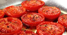 Cooking Tomatoes Increases Lycopene and Beneficial Bacteria - HiddenHandNews Delicious Vegan Recipes, Vegetarian Recipes, Healthy Recipes, Cooking Tomatoes, Vegan Foods, Vegetable Dishes, Coco, Healthy Snacks, Food And Drink