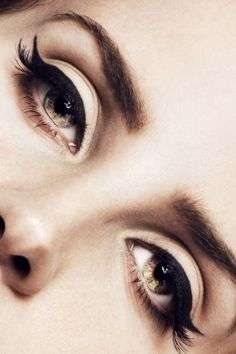Cat eyes. #meow #makeup