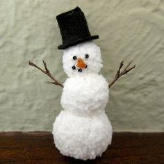 Winter Crafts For Seniors - Yarn Snowman justcraftyenough Christmas Crafts Pin ? Christmas Baubles, Christmas Snowman, Winter Christmas, Christmas Decorations, Christmas Parties, Christmas Ideas, Snowman Crafts, Snowman Ornaments, Handmade Ornaments