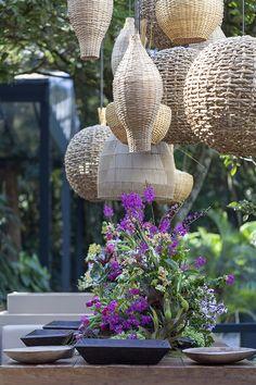 Para este casamento, que aconteceu na Hípica Santo Amaro com assessoria da Alligare, a ideia era criar algo colorido, orgânico e boêmio. Assim, a Bossanova