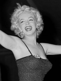 Marilyn monroe: by marilyn-monroe2011, via Flickr #HappyGirl