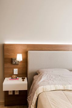 Master Bedroom Design, Modern Bedroom, Bedroom Decor, Interior Wall Colors, Home Interior Design, Double Bed Designs, Home Decor Inspiration, King Upholstered Headboard, Room Mom