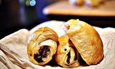 Tapas kan være tidkrevende - eller latterlig enkelt. Med butterdeig kan du lage imponerende tapasretter nesten uten innsats til julebordet! Tapas, Dinner Recipes, Bread, Snacks, Finger Food, Appetizers, Brot, Baking, Breads