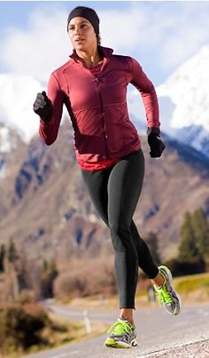 move your body even in cold weather Cute Workout Outfits, Workout Attire, Workout Wear, Running Pose, Running Workouts, Trail Running, Running Inspiration, Just Run, Gym Wear