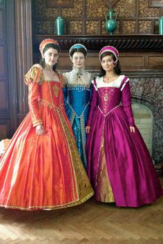 Costume fail. Okay, I also think that renaissance gowns were colorful, but this is too much :-D