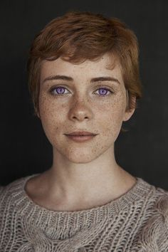 Image in sophia lillis collection by - on We Heart It Character Inspiration, Hair Inspiration, Pretty People, Beautiful People, Face Drawing Reference, Queen Sophia, Beverly Marsh, Nagellack Trends, Grunge Hair
