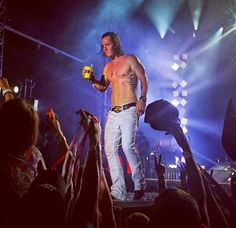 Tyler Hubbard shirtless is my favorite thing ever