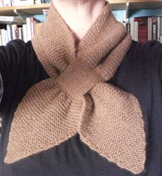 Free Pattern 1930's Knitting - Bow Knot or Tuck In Scarf