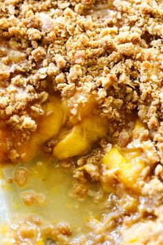 This Easy Homemade Peach Crisp is super simple and it tastes amazing! That crumb topping paired with the juicy peaches is a match made in heaven!!