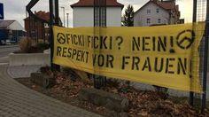 """Eschwege. Ein Banner mit der Aufschrift """"Ficki, ficki? Nein! Respekt vor Frauen!"""" haben Unbekannte am Sonntagmorgen gegenüber des Stadtbahnhofs in Eschwege aufgehängt."""