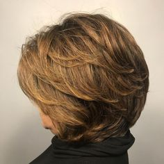Short To Medium Layered Cut For Older Women Side Fringe Hairstyles, Feathered Hairstyles, Hairstyles With Bangs, Cool Hairstyles, Layered Hairstyles, Latest Hairstyles, Updos Hairstyle, Hairstyles 2018, Modern Hairstyles