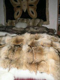 little bisexuell sweatheart in fur Cute Blankets, Warm Blankets, Fur Bedding, Faux Fur Rug, Mens Fur, Fur Accessories, Fur Blanket, Sheepskin Rug, Fur Throw