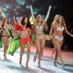 5 Exercises that Victoria's Secret models use....for a long lean torso, great abs, amazing legs..yes please!