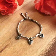 #Repost @graceandrosejewellery  A pretty little bracelet for a little girl who is turning 1  #bracelets #love #theperfectgift #thaisilver #silverbracelets #birthdaygirl #gifts #handmadejewelry #handmade #etsyseller #etsy #hilltribesilver