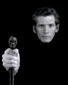 http://www.laboiteverte.fr/autoportraits-de-photographes/mapplethorpe_self-portrait_/