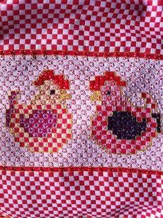 Bordado Español -- Chickens in chicken scratch Chicken Scratch Patterns, Chicken Scratch Embroidery, Cross Stitching, Cross Stitch Embroidery, Hand Embroidery, Types Of Embroidery, Embroidery Patterns, Bordado Tipo Chicken Scratch, Sewing Crafts