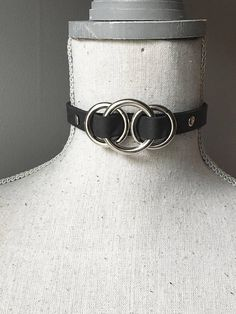 Handmade black leather o-ring choker