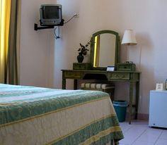 El Hotel Park View, que en comparación con la mayoría de los hoteles de esta parte de la ciudad tiene menos interés histórico, es por otro lado una opción muy práctica para los turistas que desean explorar la Habana Vieja y gastar un poco menos en alojamiento. #habana #cuba #hotel