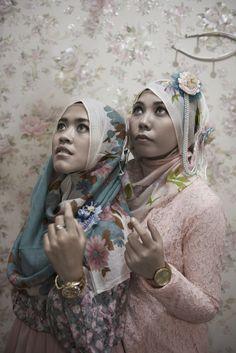 François Huguier : Pince-moi, je rêve à la Maison européenne de la photographie. Hijab, Bandung, Indonésie, 2013Hijab, Bandung, Indonésie, 2013. © Françoise Huguier / Agence VU'