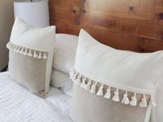 Tan and White Herringbone Tassel Pillow Cover by True Having – Gold Tassel Fringe Pillow, Farmhouse Throw Pillow, Boho Pillow Cover Hellbraun und Weiß Herringbone Quaste Kissenbezug von True Having White Throw Pillows, Boho Pillows, Diy Pillows, Couch Pillows, Pillow Room, Ikea Pillow, Pillow Ideas, Cushions, Handmade Pillow Covers