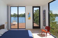 Pernahkah anda memiliki angan angan untuk membangun sebuah rumah minimalis di samping sebuah danau? Mungkin akan jadi sebuah tempat nyaman dan keren