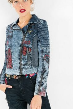 Denim jacket with a black and red print with embroidery on the back that will surprise you.