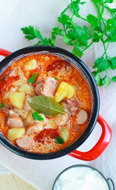 Tejfölös-kolbászos krumplileves - Lázár Chef Curry, Ethnic Recipes, Food, Curries, Hoods, Meals