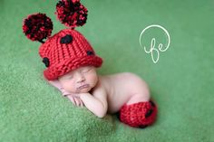 Baby Lady Bug Hat and Leggings Leg Warmers by Crittercakesandknits
