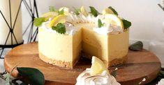 Tämän juustokakun sitruunatäyte vie viimeistään kielesi mennessään. Pehmeän makuinen päällys ja raikas & pirteä sisus – erinomainen kombo niin koostumuksen kuin maun osalta.  Pohja 180 g sitruunakeksejä tai normaaleja kaurakeksejä 80 g voita Suihkuta 18 cm halkaisijaltaan oleva irtoreunavuoka vuokaspraylla. Murskaa keksit hienoksi ja sulata voi. Yhdistä ja painele seos irtoreunavuoan pohjalle.   … Deli, Cheesecake, Food And Drink, Desserts, Tailgate Desserts, Deserts, Cheesecakes, Postres, Dessert