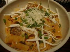 Rigatoni Martino my absolute freaking favorite minus the green onion Pasta Recipes, Soup Recipes, Chicken Recipes, Dinner Recipes, Cooking Recipes, Healthy Recipes, Copycat Recipes, Pasta Dishes, Food Dishes