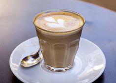 ¿Qué diferencias hay entre café natural, torrefacto y mezcla? Tostadas, Coffee Works, Natural, Tableware, Coffee Beans, Good Coffee, Dinnerware, Tablewares, Dishes