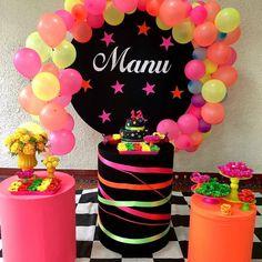 Nenhuma descrição de foto disponível. Neon Birthday, 13th Birthday Parties, Slumber Parties, Pastel Party, Neon Party, Fiesta Party, Cotton Candy Party, Princess Party, Birthday Decorations