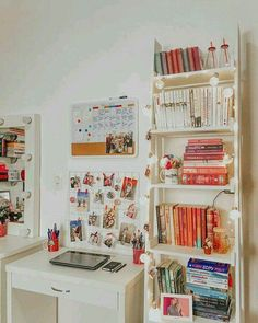 36 Ideas Book Decor Office For 2019 Study Room Decor, Cute Room Decor, Simple Room Decoration, Home Office Design, Home Office Decor, Home Decor, Bedroom Desk, Book Shelf Bedroom, Diy Bedroom