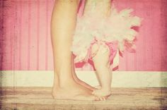 baby photo, standing on feet - would love to do this with Lila in the spring!