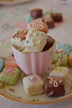 Petit Fours in a beautiful tea cup! Such a cute way to display tea party treats Cupcakes, Cupcake Cakes, Mademoiselle Cupcake, Petit Cake, My Tea, Cookies Et Biscuits, Party Desserts, Party Treats, Mini Desserts
