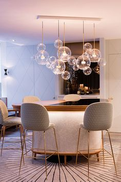 bubble kronleuchter Elegant modern chandelier dining room lighting ideas for this year 34 Dining Chandelier, Bubble Chandelier, Dining Room Light Fixtures, Dining Lighting, Kitchen Lighting Fixtures, Home Lighting, Lighting Ideas, Chandelier Ideas, Diner Decor