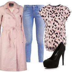 Ecco l'outfit per le amanti del rosa cipria, molto femminile e sofisticato... l'outfit che richiama la primavera ... trench lungo, jeans assolutamente chiaro, t-shirt in fantasia sempre in tonalità rosa cipria e infine per le scarpe un tacco semplicissimo nero che fa da contrasto.