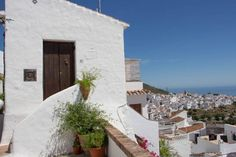 Frigiliana is a perfect spot to take a sunny Sunday walk. Visit Andalucia/ Costa del Sol and enjoy the views like that.