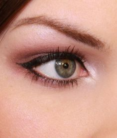 368d3ee12fd makeup tutorials like this are so helpful! #EyeMakeupDramatic Simple  Eyeliner, How To Do