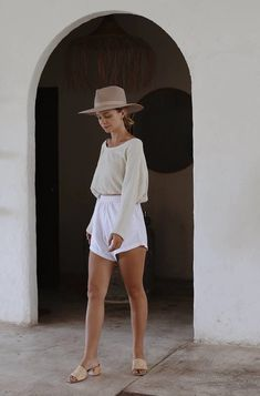 Bahhgoose signature neen top details: wide neckline drawstring flare arms crop style model wears size s / m in wheat cotton linen blend Summer Chic, Street Style Summer, Spring Summer Fashion, Spring Outfits, Summer Outfit, Outfits With Hats, Trendy Outfits, Cute Outfits, Fashion Outfits